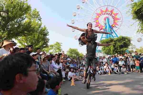 מופע קרקס בקוריאה